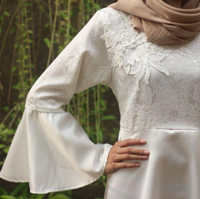 Queenera Dress White