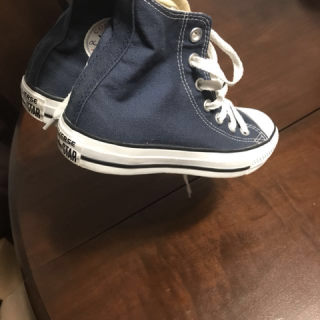 Real converse all star size 6 women's fits more like 7