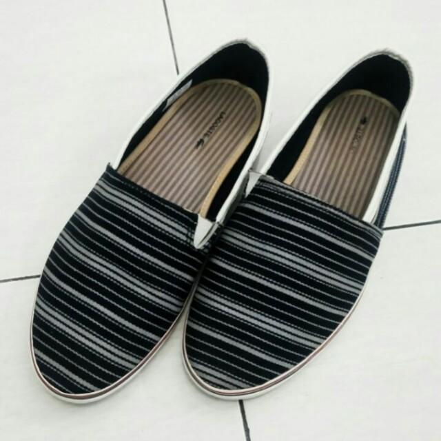 Sepatu santai lacoste c28a5eba04