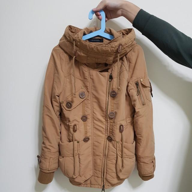多造型翻領外套