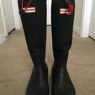 SIZE 7 HUNTER BOOTS