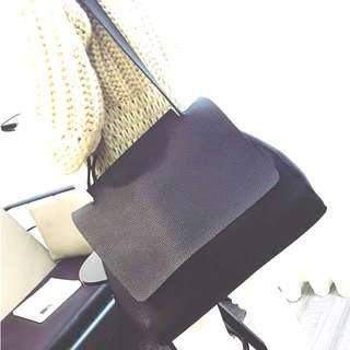 東大門 時尚 流行 休閒 大包 托特包 非常特別 翻蓋上開口 非常帥氣 大尺寸 容量超大 韓國購回 顏色: 黑