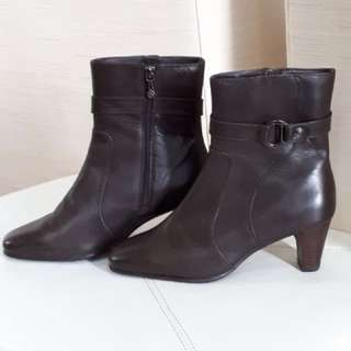 BROWN LEATHER BOOTS (WORN TWICE) SZ. 6.5