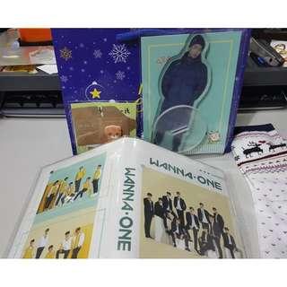 【 Whouse哇城】現貨不退 聖誕禮包200 福袋  BTS 立牌 暖暖襪 wanina-one卡冊交換禮物 生日禮物