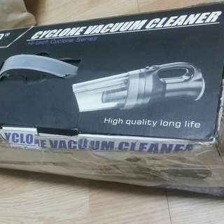Cyclone vacuum cleaner .Hight quality long life.600W . Same like New.