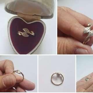Size P1/2 9ct gold leaf design ring