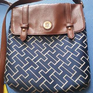 Authentic Tommy hilfiger sling bag