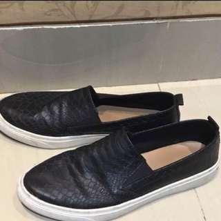 Stradivarius slip on black shoes