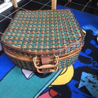 Complete picnic basket