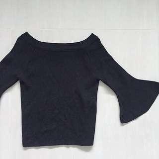 🚚 黑色平口袖口設計上衣