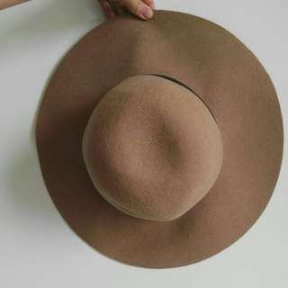 Cotton on floppy tan hat