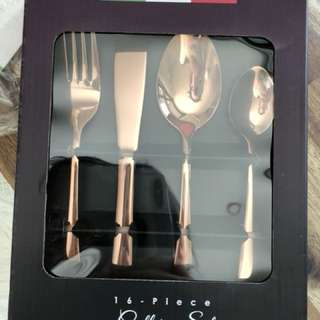 16 Piece Rose Gold cutlery set