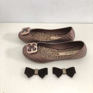 Grendha 巴西防水包鞋 巴西尺寸35,36,38(寶石/蝴蝶飾可換飾 防水娃娃鞋-卡布奇諾色)