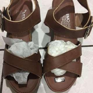 韓國製 楔型跟 涼鞋 。有軟墊。Shin/ Doris
