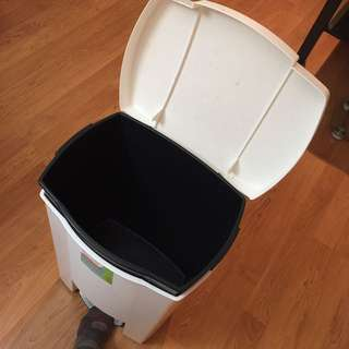 Urgent sale!!! Large step open garbage bin