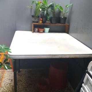 Set meja dan kursi Krisbow