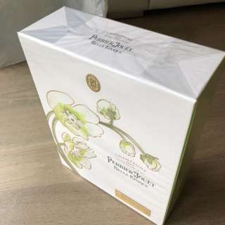 100% new /unopened gift set champagne with a wine glass