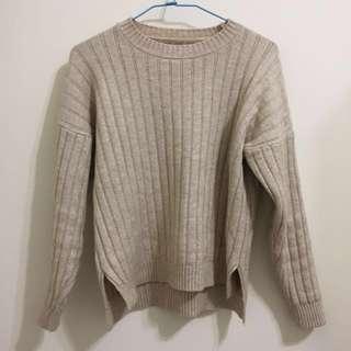 坑條裸色針織毛衣