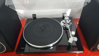 Rarely used Teac TN-300 Turntable