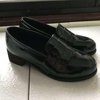 百搭漆皮小皮鞋