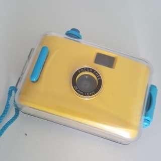 Waterproof camera (using film)
