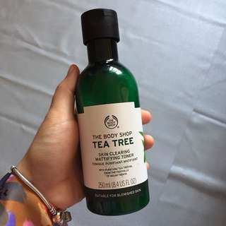 THE BODY SHOP TEA TREE TONER