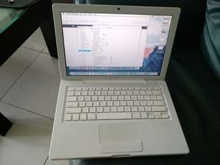 Macbook White 2009 (refurbished unit)