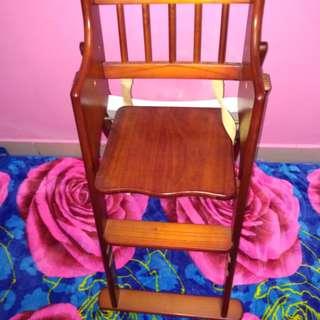 Kerusi makan kanak kanak
