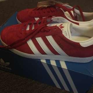 Adidas gazelle in red