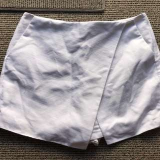 WHITE MIRROU SKORT size 10