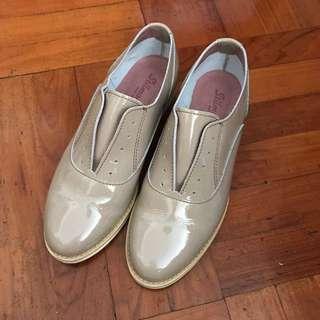 漆皮卡其色無鞋帶紳士鞋 slip on