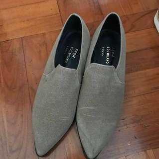 墨綠色麂皮尖頭鞋