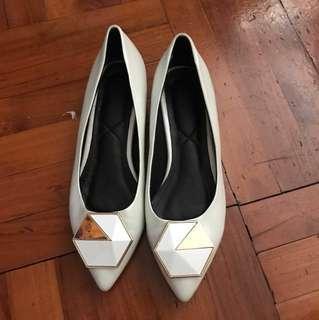 珍珠白色尖頭鞋