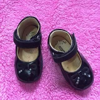 Baby shoes size 18