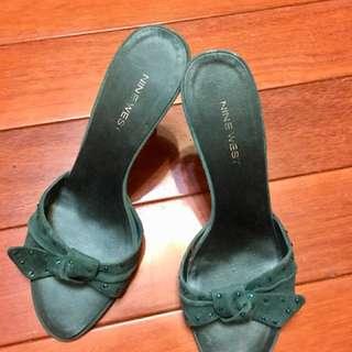 Nine West 綠色緞面水晶涼鞋拖鞋8號