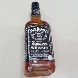 Jack Daniels 1 litre 43% alcohol