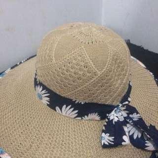 Topi pantai murah