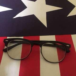Kacamata moscot