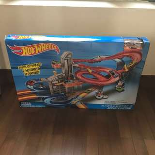 Almost new hot wheels auto lift expressway