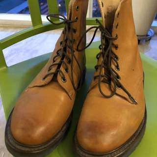 Doc Martens 8 hole boots, Tan
