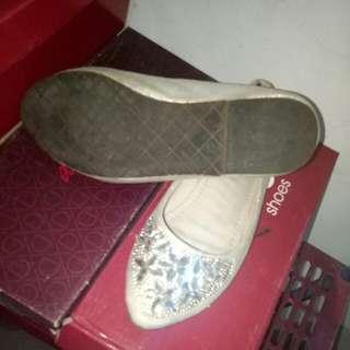 Sepatu Manik Manik