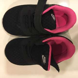 NIKE TANJUN- Black/hyper pink/white