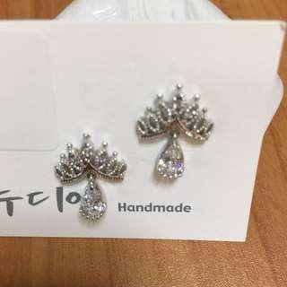 BNWT Korean Bejewelled Dangling Earrings