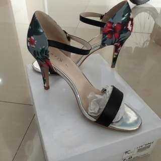 reprice!! heels 7cm only 100k (nett)