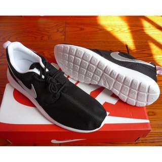 Nike Rosherun GS 黑白銀勾 輕跑女鞋 599728-007