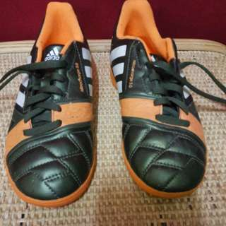 Kids Adidas Futsal Shoes UK 3