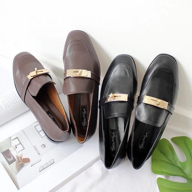 ɴᴇᴡ 12 / 17✨ ░ LIZDASHOP / 韓系氣質復古百搭方跟金屬淺口皮鞋#058