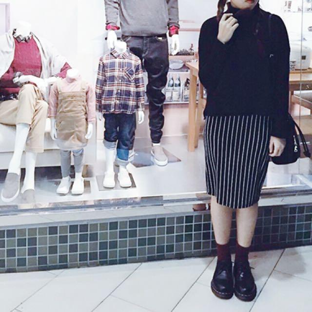 高領微短版黑毛衣