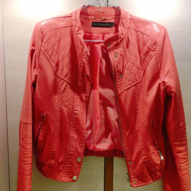 粉色皮短外套