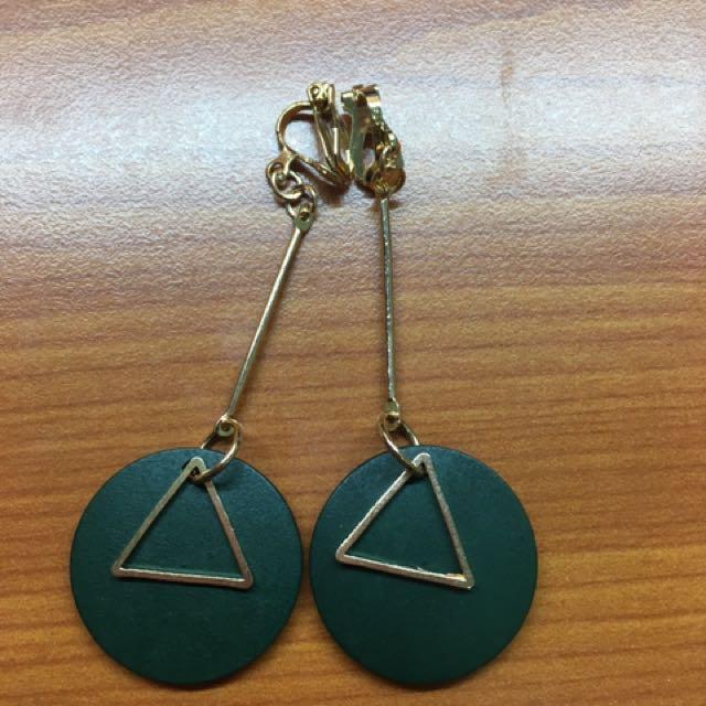 韓國 夾式耳環 三角形 綠色 垂墜風